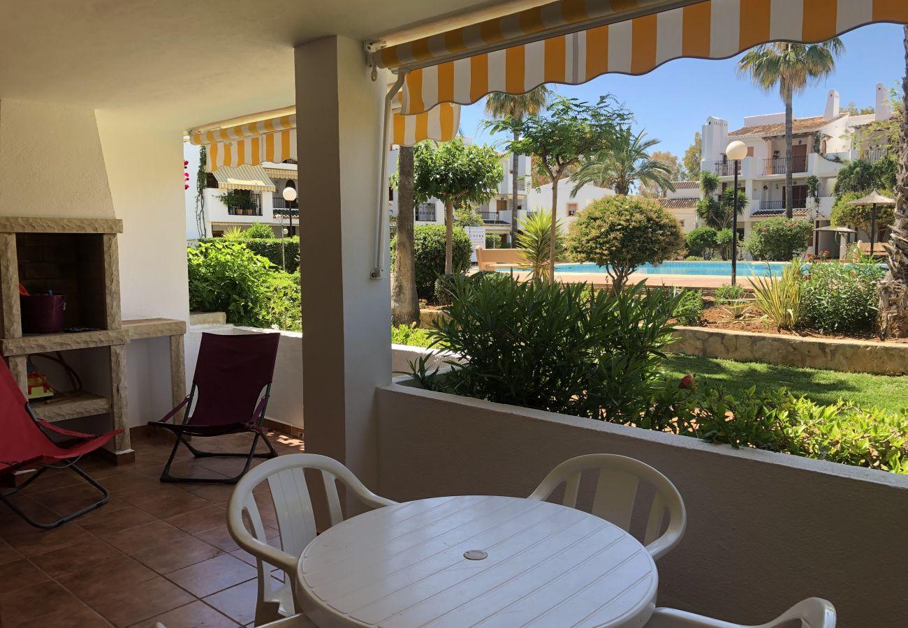 Apartamento em Denia - Apartamento en planta baja frente a la piscina y en primera linea de playa