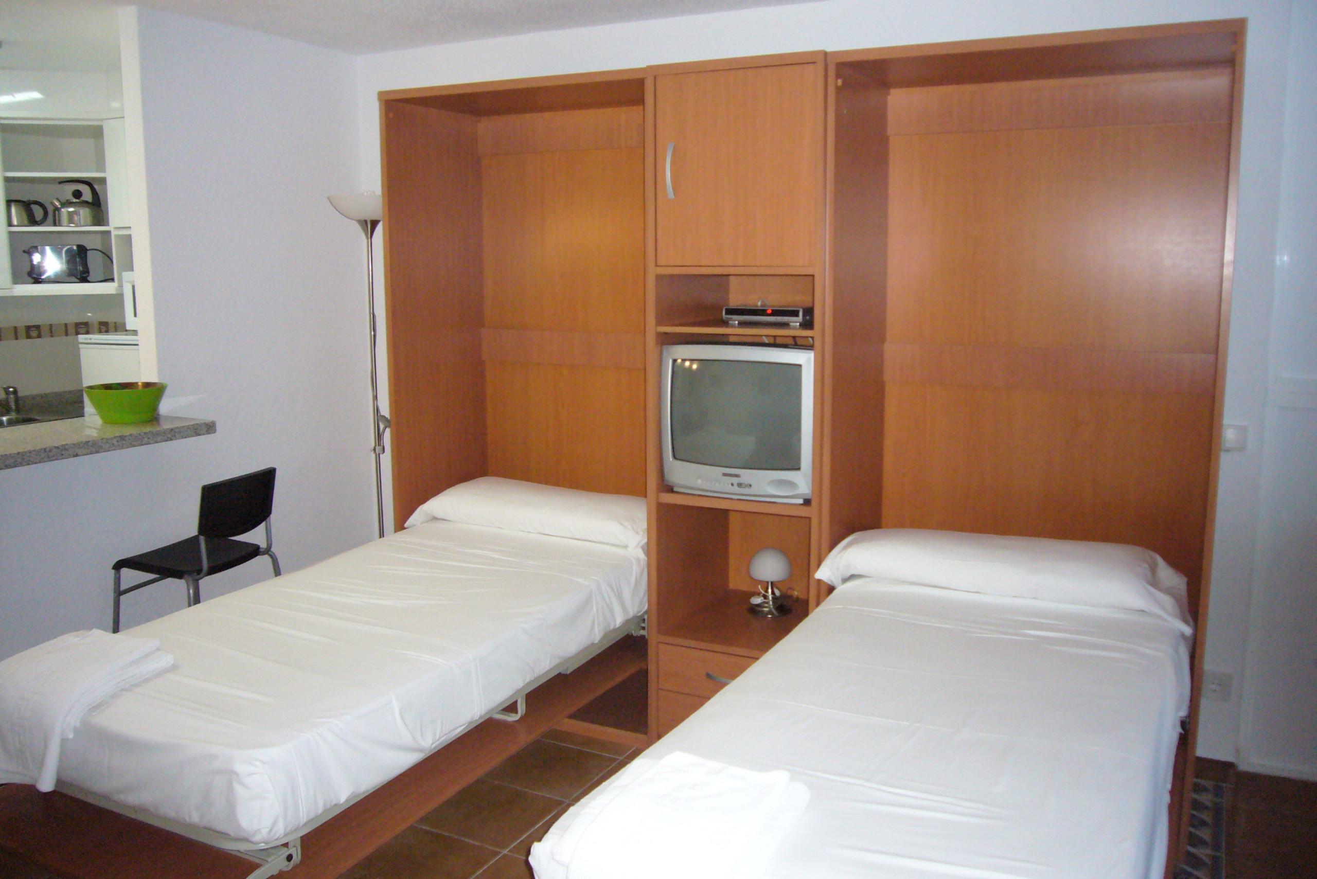 Studios in benidorm las palmeras estudio 2 dormitorios for Dormitorio estudio