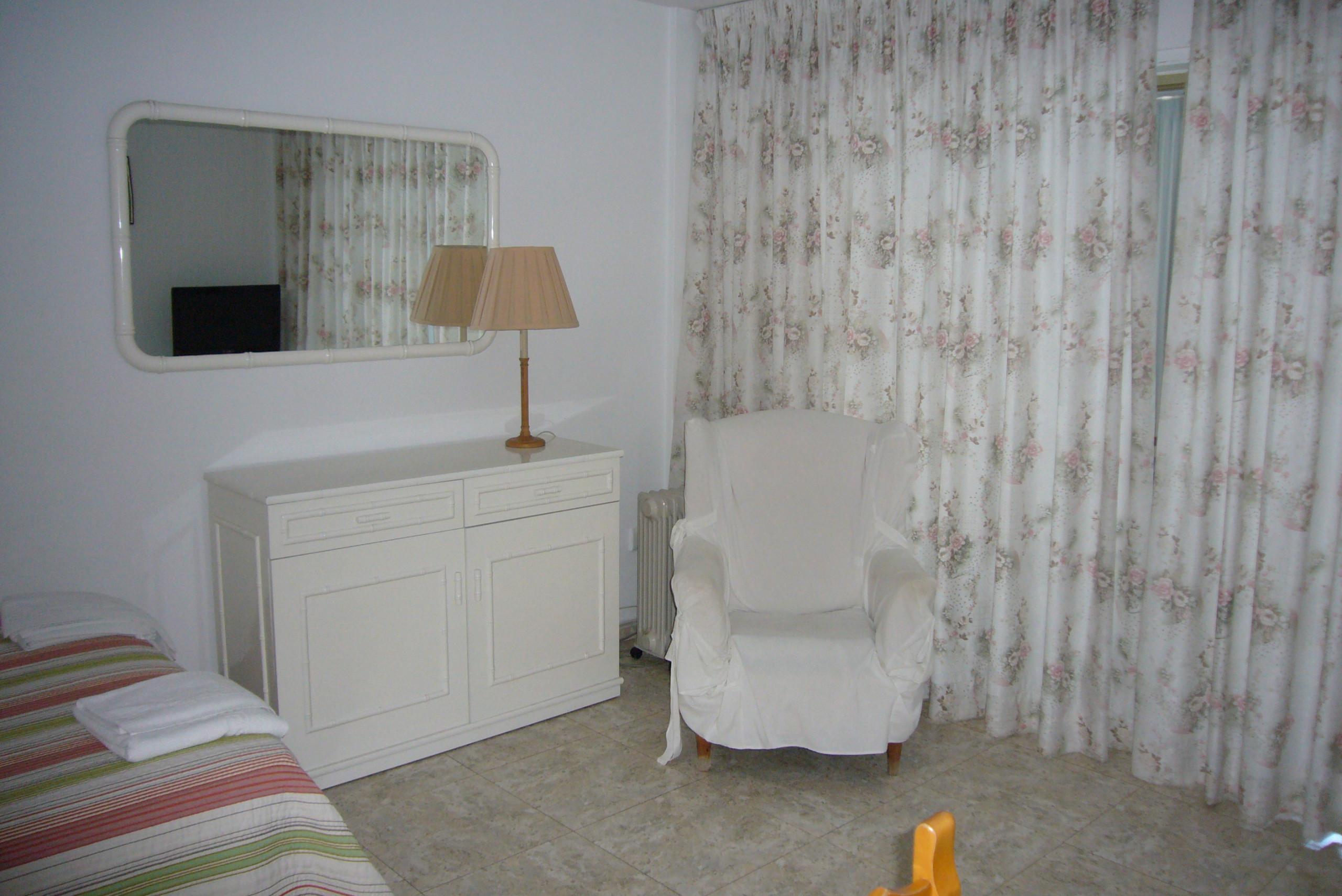 Studios in benidorm torre principado estudio 0 dormitorios for Dormitorio estudio